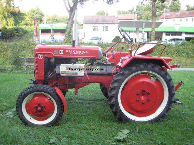 1954 IHC  McCormick DLD2 Agricultural vehicle Tractor photo