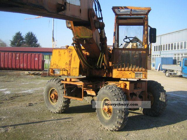 1976 Fuchs  712 excavator Construction machine Mobile digger photo