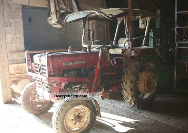 1963 McCormick  D-326 Agricultural vehicle Tractor photo