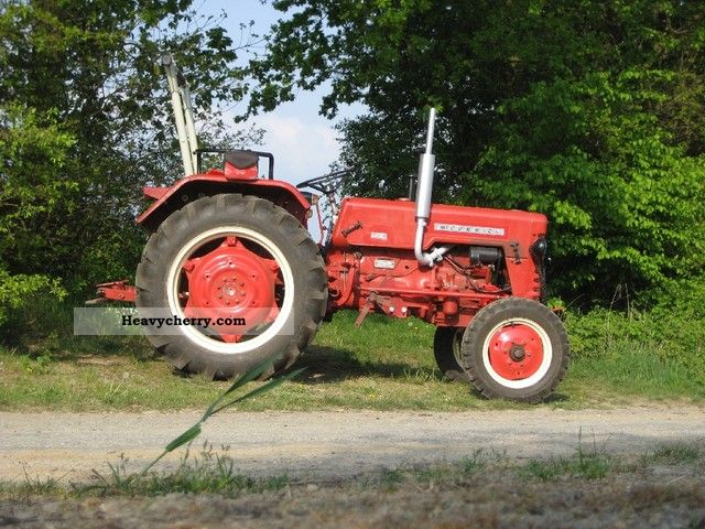 1961 McCormick  D-324 Agricultural vehicle Tractor photo