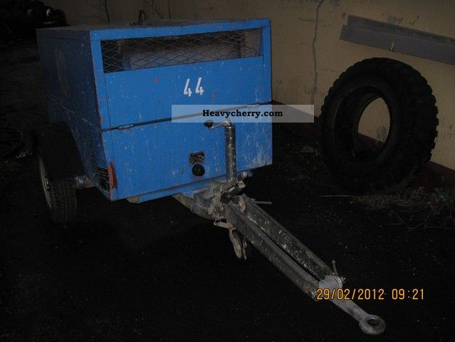 1992 Demag  Portable compressor DEMAG SC 40 DS 2 BJ 1992 Construction machine Construction Equipment photo