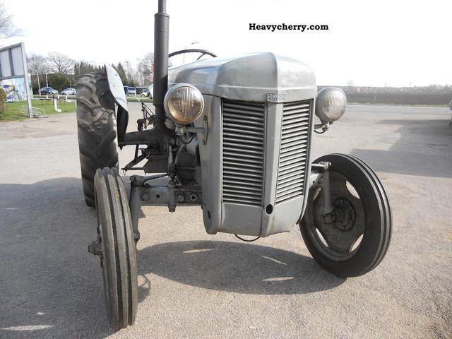 Massey Ferguson TEA 20 1955 Agricultural Farmyard tractor