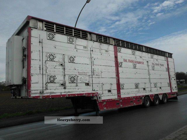 2004 Pezzaioli  SBA31UA1 Semi-trailer Cattle truck photo