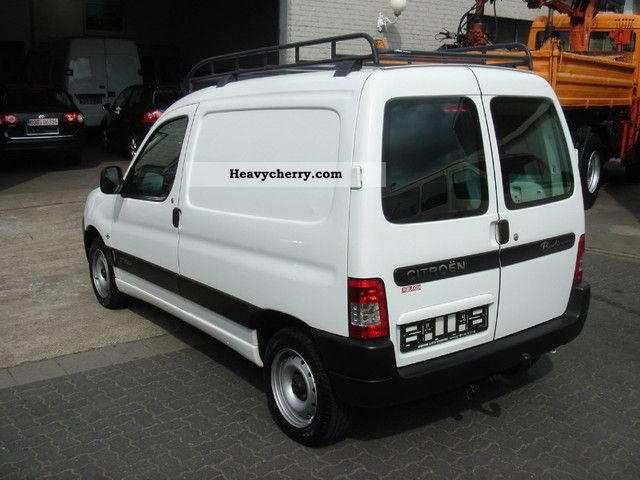 citroen citroen berlingo 1 9 d box trailer hitch 2007 box type delivery van photo and specs. Black Bedroom Furniture Sets. Home Design Ideas