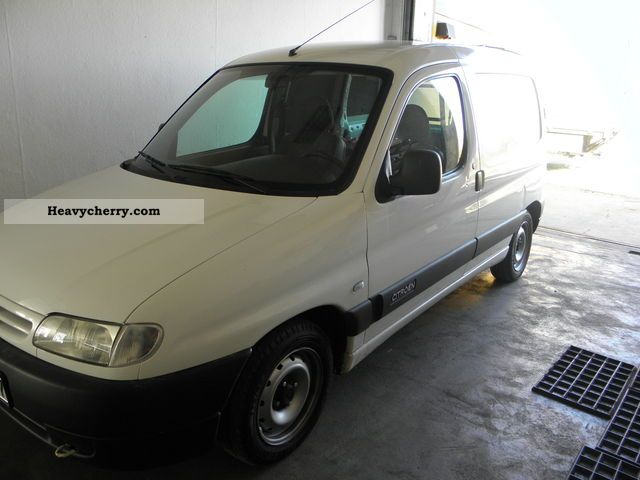 citroen citroen berlingo 2002 box type delivery van photo and specs. Black Bedroom Furniture Sets. Home Design Ideas