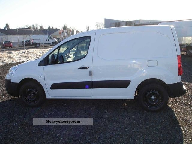 2011 Citroen  Citroen Berlingo L1 KAWA VTI95 Niv.A Van or truck up to 7.5t Box-type delivery van photo
