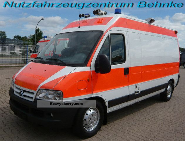 citroen citroen jumper 2 8 hdi rtw m apply table and chair 2004 ambulance truck photo and specs. Black Bedroom Furniture Sets. Home Design Ideas