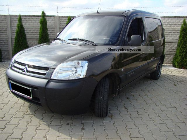 citroen citro n berlingo hdi 2008 box type delivery van photo and specs. Black Bedroom Furniture Sets. Home Design Ideas