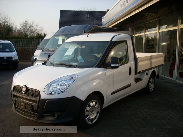 fiat doblo cargo 1 6 multijet work up 2012 stake body truck photo and specs. Black Bedroom Furniture Sets. Home Design Ideas