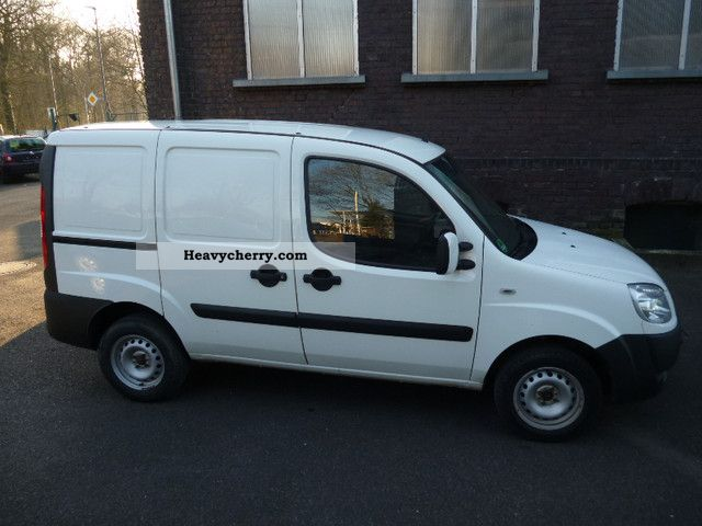 fiat doblo cargo multijet euro 4 dpf 1 hand 62 kw 2008 box type delivery van photo and specs. Black Bedroom Furniture Sets. Home Design Ideas
