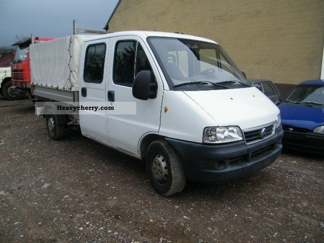 fiat ducato 2 8 jtd maxi 4x4 2004 stake body and tarpaulin truck photo and specs. Black Bedroom Furniture Sets. Home Design Ideas