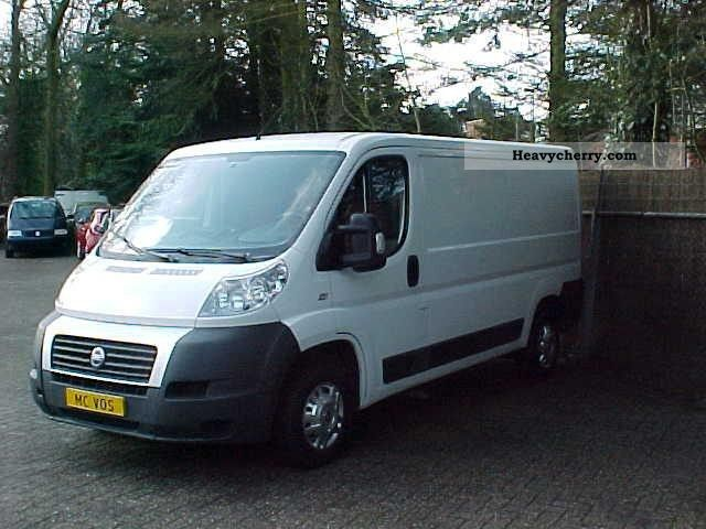 fiat ducato 2 2 jtd 2006 box type delivery van photo and specs. Black Bedroom Furniture Sets. Home Design Ideas