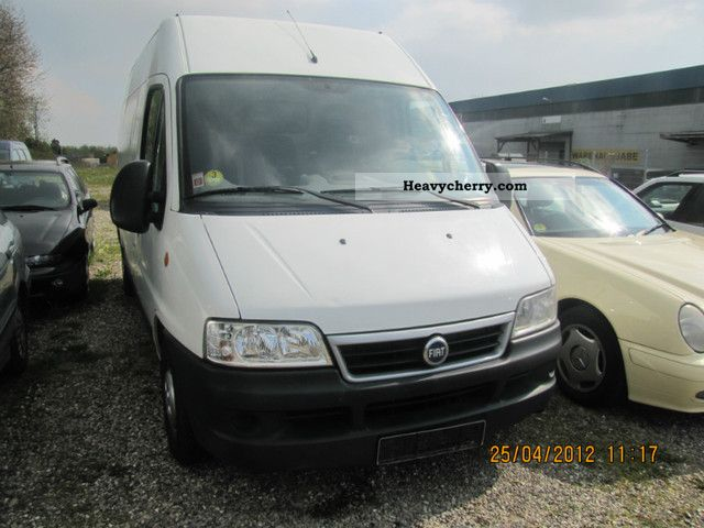 2005 Fiat  Bravo Van or truck up to 7.5t Box-type delivery van - high and long photo