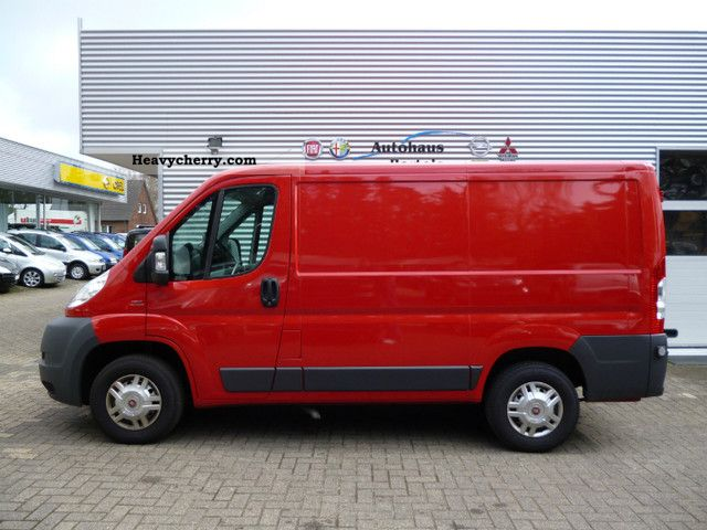 fiat ducato van 30 l1h1 160 mj automatic 2011 box type delivery van photo and specs. Black Bedroom Furniture Sets. Home Design Ideas