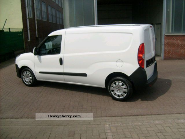 fiat doblo cargo maxi 1 3 sx mjtd day registration 2011 box type delivery van long photo and specs. Black Bedroom Furniture Sets. Home Design Ideas