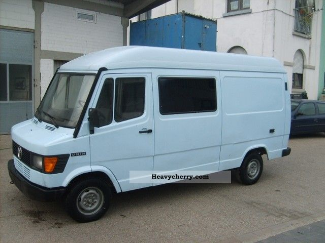 1994 Mercedes-Benz  210D Van or truck up to 7.5t Box-type delivery van photo