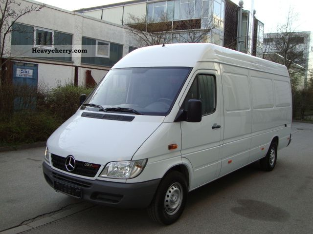 mercedes benz sprinter 313 cdi maxi ahk 2005 box type delivery van high and long photo and specs. Black Bedroom Furniture Sets. Home Design Ideas