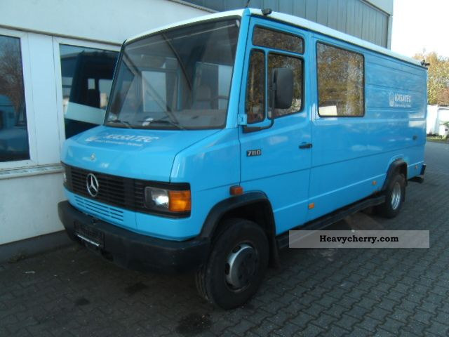 1994 Mercedes-Benz  711 D Van or truck up to 7.5t Box-type delivery van - long photo