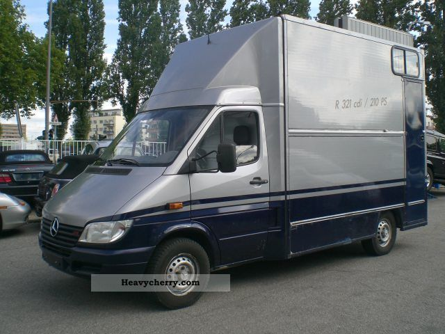 mercedes benz sprinter 316 cdi horsebox 2003 cattle truck photo and specs. Black Bedroom Furniture Sets. Home Design Ideas