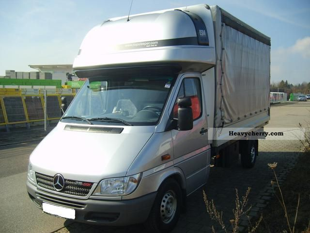 mercedes benz sprinter 316 cdi 2005 stake body and tarpaulin truck photo and specs. Black Bedroom Furniture Sets. Home Design Ideas