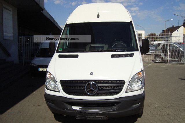 2008 Mercedes-Benz  315 Van or truck up to 7.5t Box-type delivery van - high and long photo