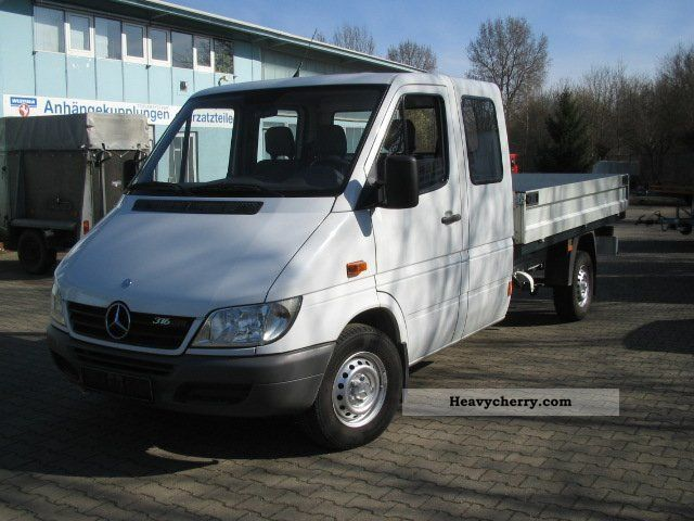 mercedes benz sprinter 316 cdi 3 doka platform 2005 stake body truck photo and specs. Black Bedroom Furniture Sets. Home Design Ideas