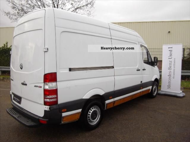 mercedes benz sprinter 209 37s 2006 box truck photo and specs