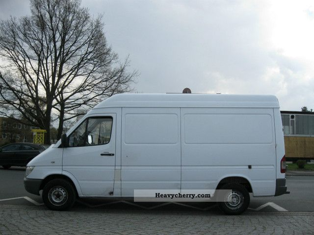 mercedes benz sprinter 311cdi 2005 box type delivery van high and long photo and specs. Black Bedroom Furniture Sets. Home Design Ideas