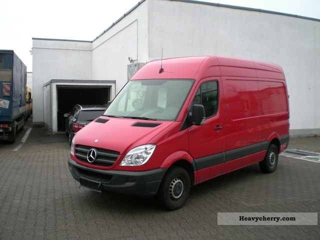 mercedes benz sprinter 213 cdi ka rs 3665 mm 2011 box type delivery van photo and specs. Black Bedroom Furniture Sets. Home Design Ideas