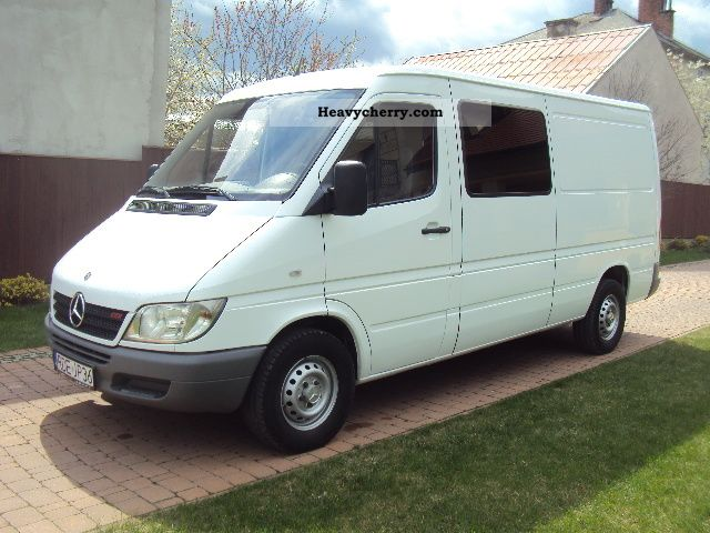 mercedes benz sprinter 211 cdi 5 bedded klimatyzacja 2005 box type delivery van photo and specs. Black Bedroom Furniture Sets. Home Design Ideas