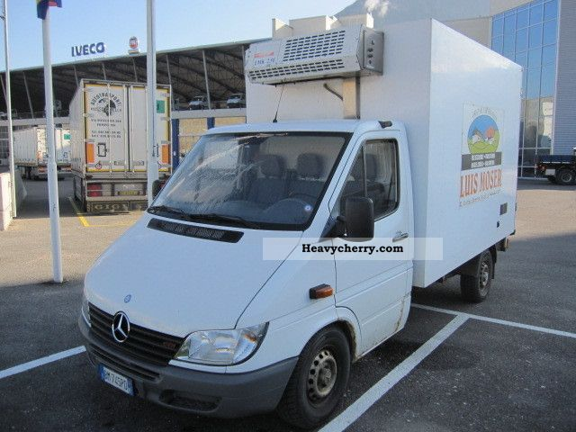 2000 Mercedes-Benz  313 CDI Van or truck up to 7.5t Refrigerator body photo
