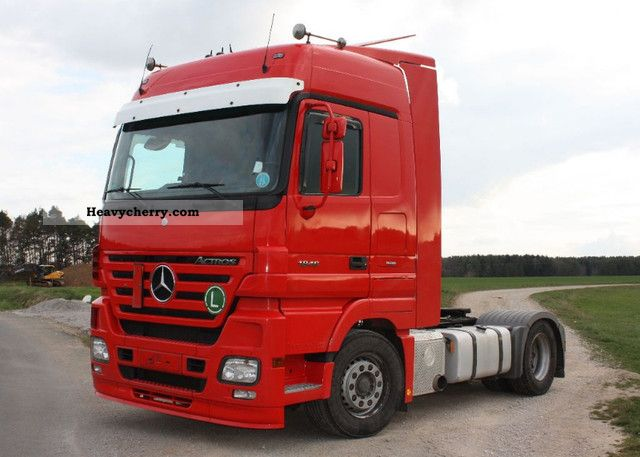 2005 Mercedes-Benz  Actros 1846 Megaspace € 5 Retarder / 4x prev Semi-trailer truck Standard tractor/trailer unit photo