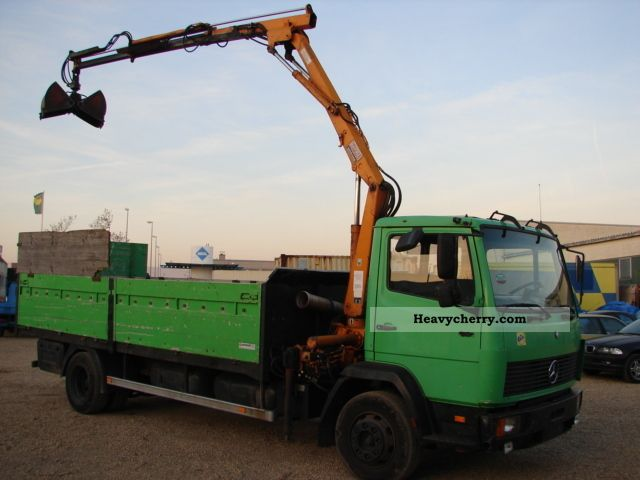 1992 Mercedes-Benz  1117 L with loading crane Truck over 7.5t Truck-mounted crane photo