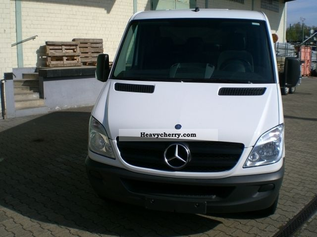 Mercedes benz sprinter 311cdi box flat roof rs 3665 euro for Mercedes benz roof box