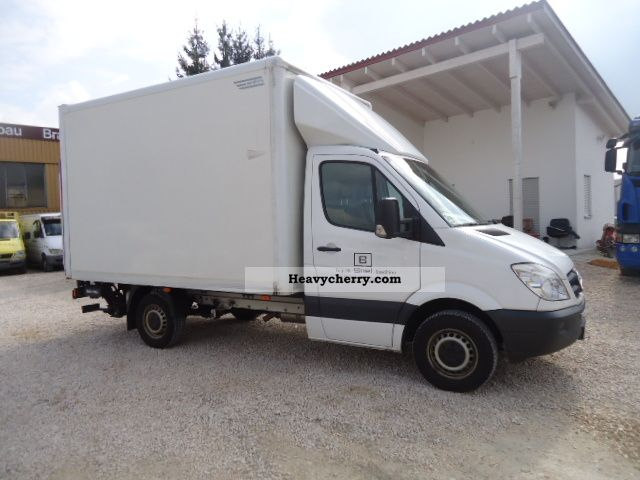 Mercedes benz 318 cases 2008 box truck photo and specs for 2008 mercedes benz truck