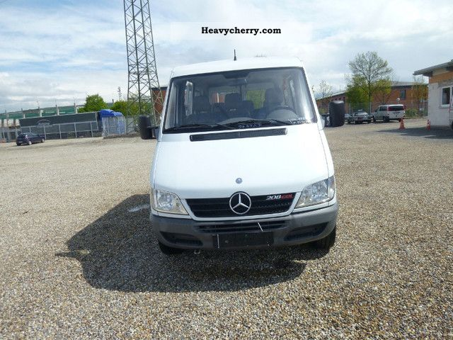 2003 Mercedes-Benz  Sprinter 208 CDI Coach Clubbus photo