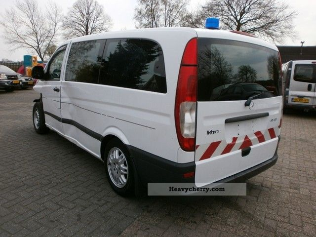 mercedes benz vito 115 cdi 2005 ambulance truck photo and specs. Black Bedroom Furniture Sets. Home Design Ideas
