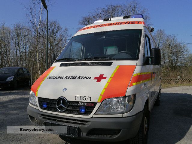 2005 Mercedes-Benz  313 CDI Van or truck up to 7.5t Ambulance photo