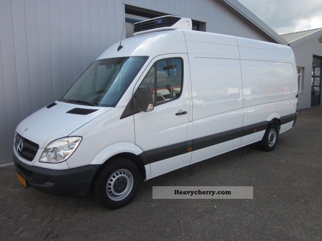 2010 Mercedes-Benz  313 CDI Van or truck up to 7.5t Refrigerator body photo