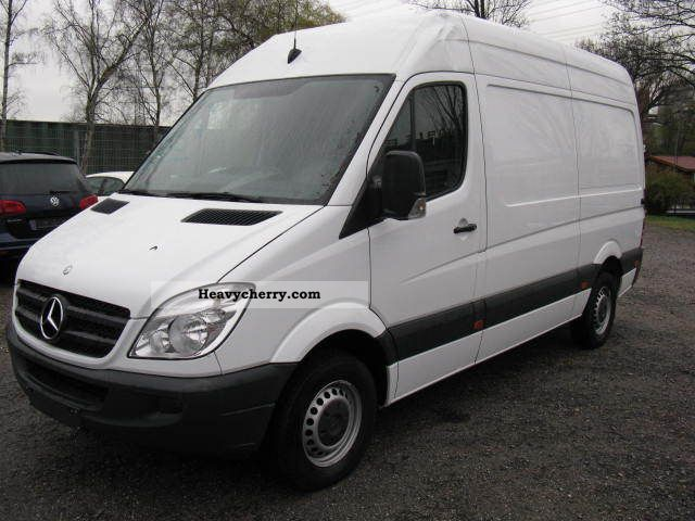 Mercedes benz sprinter 210 cdi 2011 box type delivery van for Mercedes benz 210