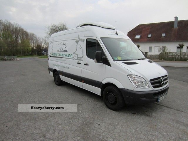 mercedes benz sprinter 316 cdi 2010 refrigerator box truck photo and specs. Black Bedroom Furniture Sets. Home Design Ideas