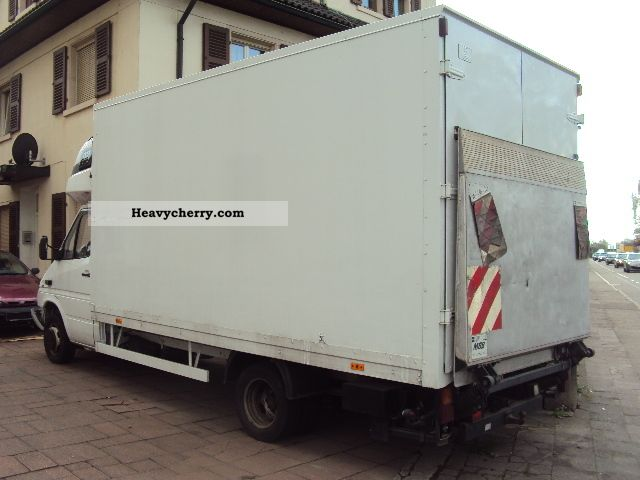 Mercedes benz maximum 413 sleeping cabin suitcase lbw 2001 for Mercedes benz suitcase