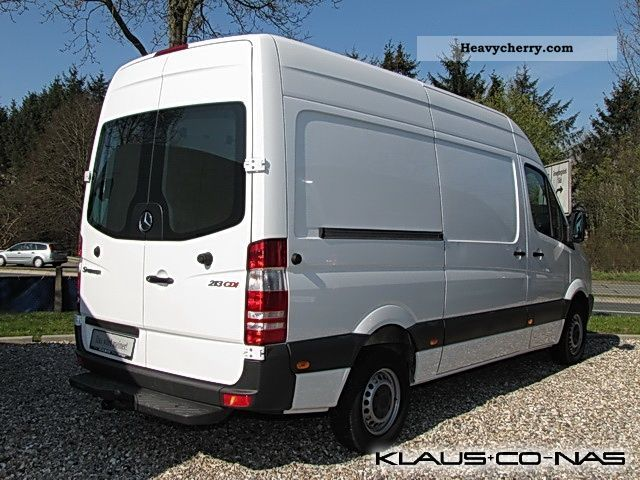 mercedes benz sprinter 213 cdi euro 5 trailer hitch 2011 box type delivery van photo and specs. Black Bedroom Furniture Sets. Home Design Ideas