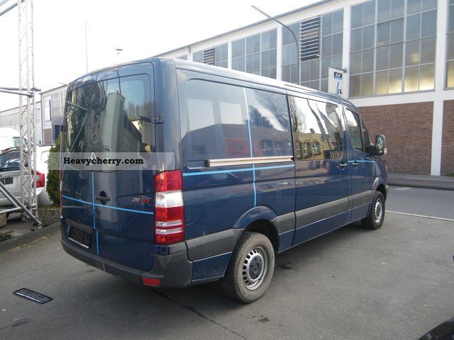 mercedes benz sprinter 211 cdi 1 hand mod 2007 2006 box. Black Bedroom Furniture Sets. Home Design Ideas