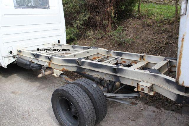 Mercedes benz sprinter 413cdi 2002 chassis truck photo and for Mercedes benz sprinter chassis