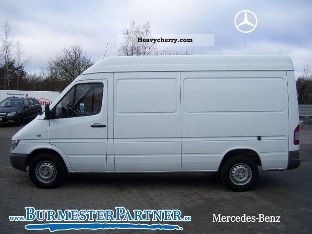mercedes benz sprinter 211 cdi first hand 2005 box type delivery van high photo and specs. Black Bedroom Furniture Sets. Home Design Ideas