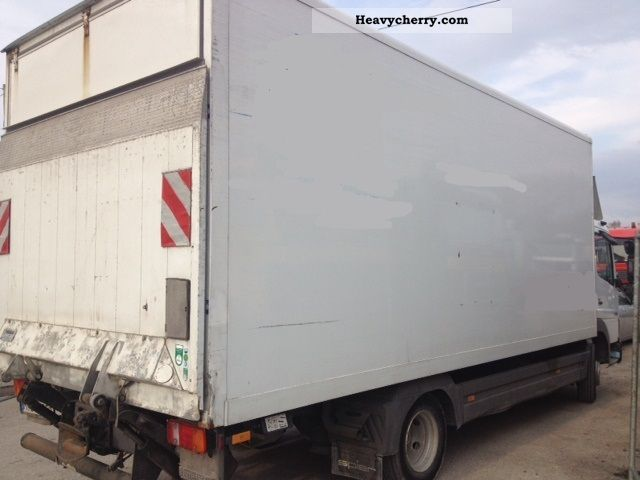 Mercedes benz 818l 2005 box truck photo and specs for Mercedes benz box truck