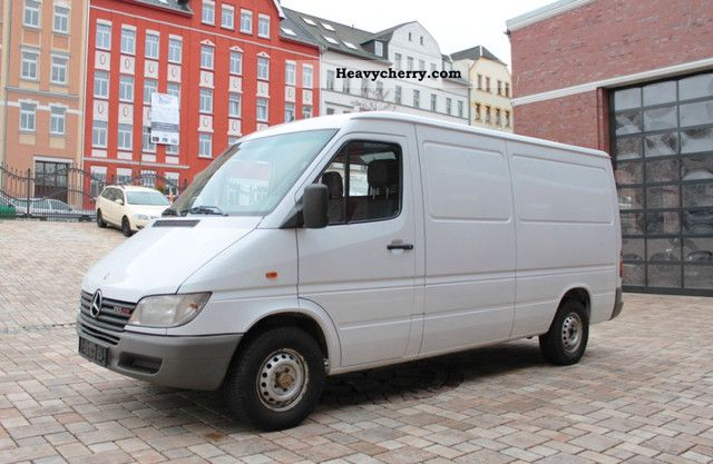 mercedes benz sprinter 213 cdi 3550mm wheelbase 2001 box type delivery van long photo and specs. Black Bedroom Furniture Sets. Home Design Ideas
