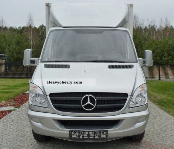 Mercedes benz 318 winda lift 2008 box truck photo and specs for 2008 mercedes benz truck