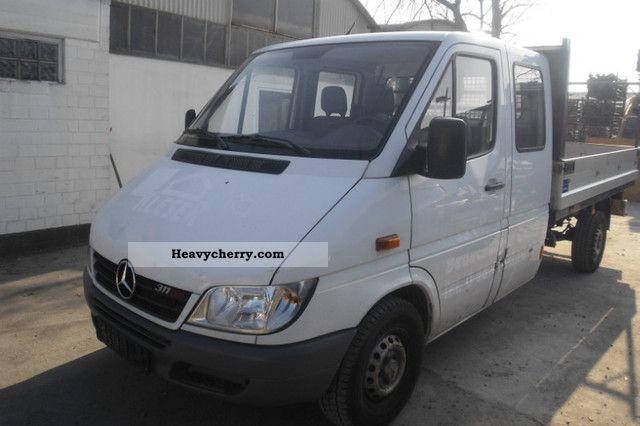 mercedes benz sprinter 311 cdi 2005 stake body truck photo and specs. Black Bedroom Furniture Sets. Home Design Ideas